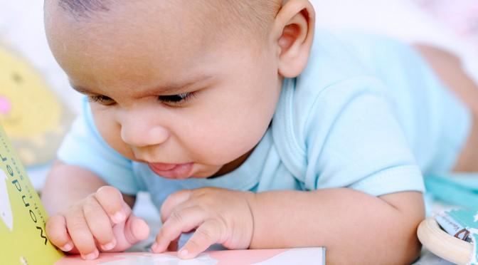 Vinkkejä lukemiseen 3 kk ikäisen vauvan kanssa
