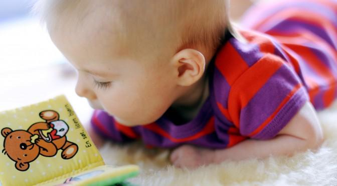 Vinkkejä lukemiseen 4 kk ikäisen lapsen kanssa