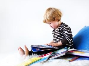 Lapsi lukee