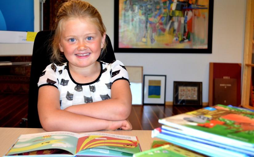 Ekaluokkalainen Astrid antaa parhaat vinkit lukemaan opetteluun