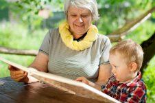7 syytä lukea lapselle lomallakin