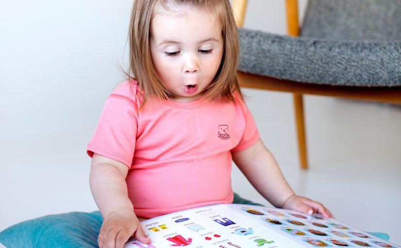 Kuvakirjat edistävät sosiaalista oppimista ja sanavarastoa – paremmin kuin lelut