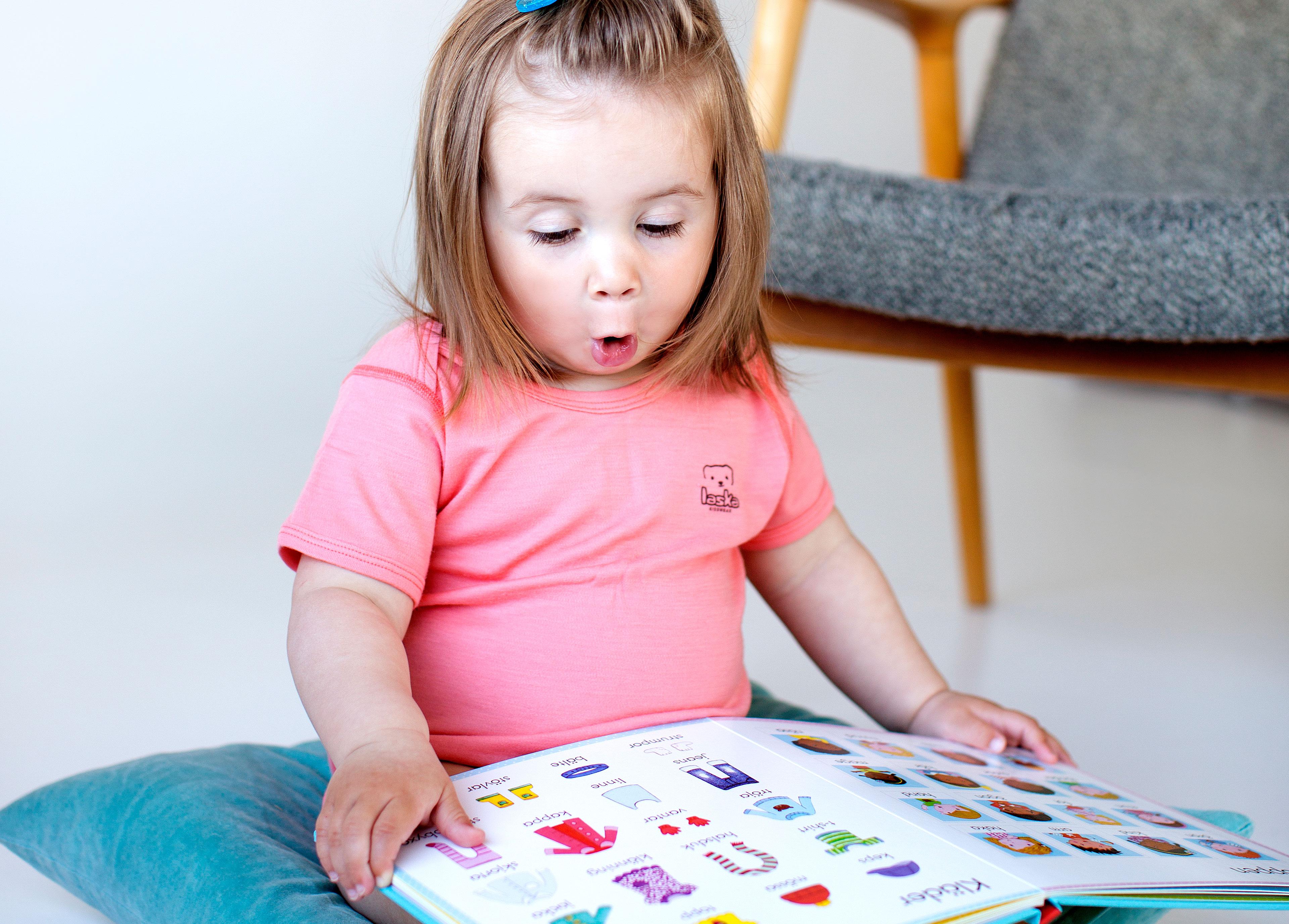 Kuvakirjat edistävät sosiaalista oppimista ja sanavarastoa - paremmin kuin lelut